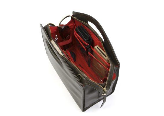 Intérieur de sac à main organisé